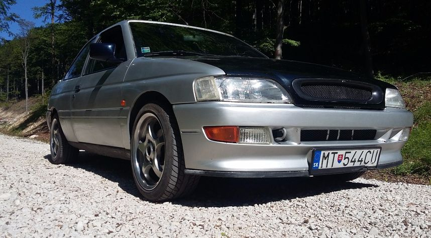 Main photo of Marek Maruna's 1992 Ford Escort