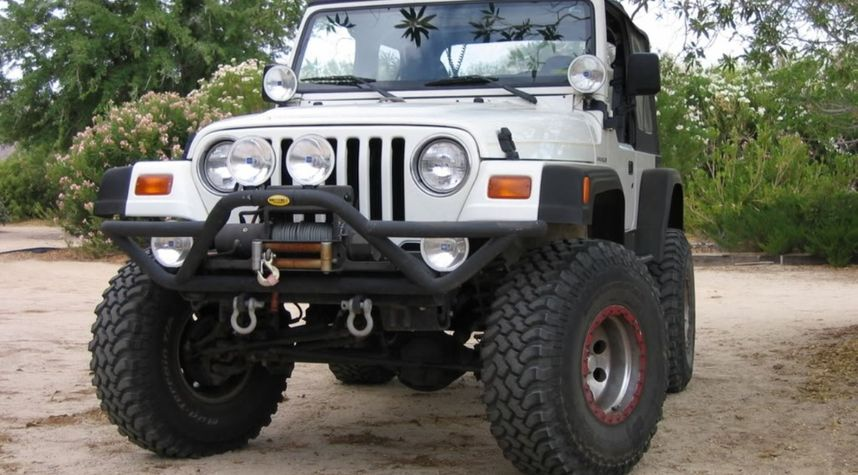 Main photo of Garrett Davis's 1997 Jeep Wrangler