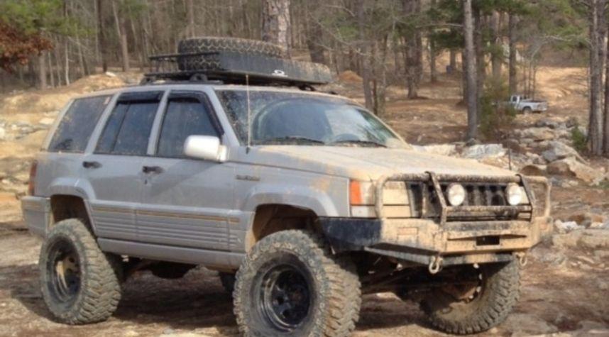 Main photo of Kyle Tice's 1995 Jeep Grand Cherokee