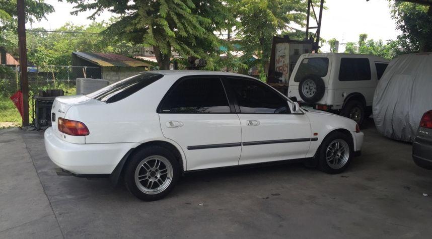 Main photo of Powie Rivera's 1994 Honda Civic