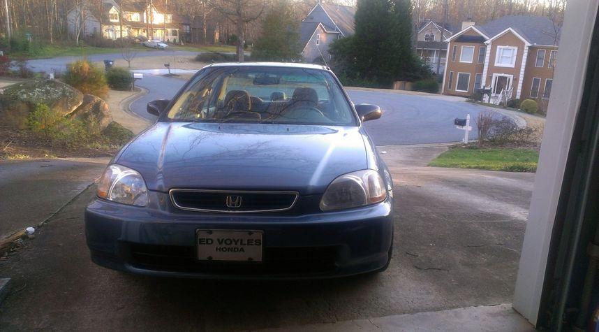Main photo of Connor Pence's 1998 Honda Civic