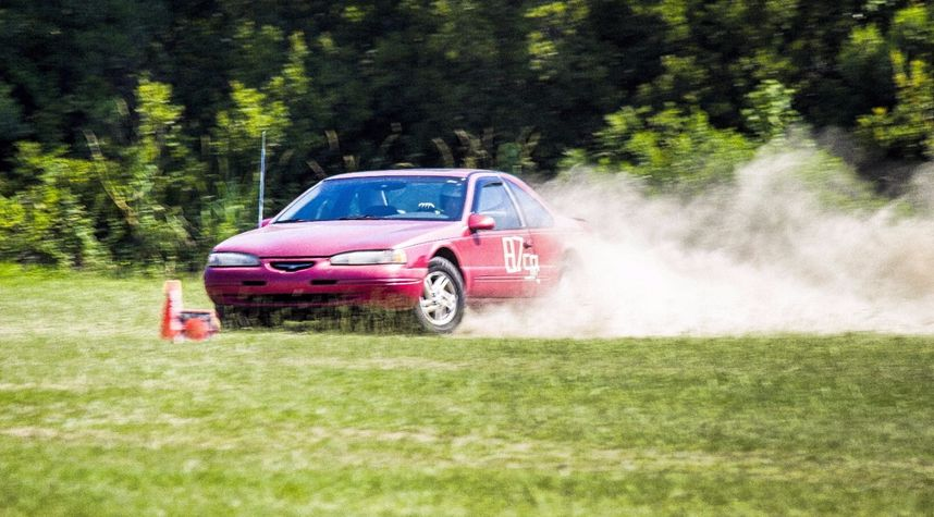 Main photo of Chris Hall's 1997 Ford Thunderbird