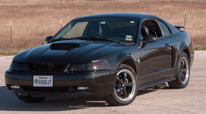 Main photo of Francisco Torres's 2004 Ford Mustang
