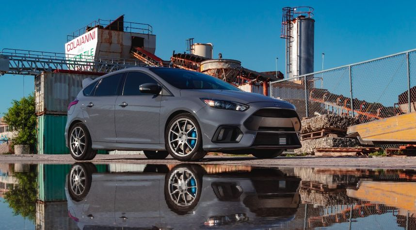 Main photo of Deanry Dupit's 2016 Ford Focus RS