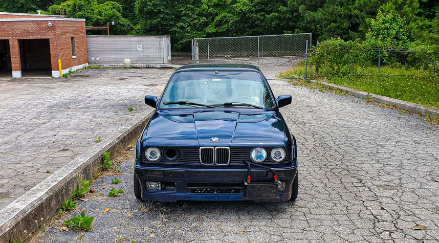 Main photo of Jordon Hamel's 1991 BMW 325iX