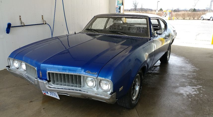 Main photo of Mikey Chang's 1969 Oldsmobile Cutlass