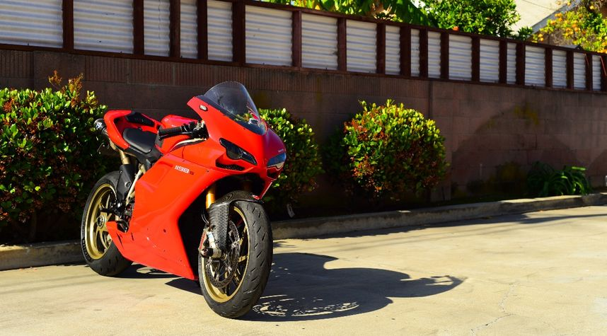 Main photo of Stephen Villagrasa's 2009 Ducati 1198S