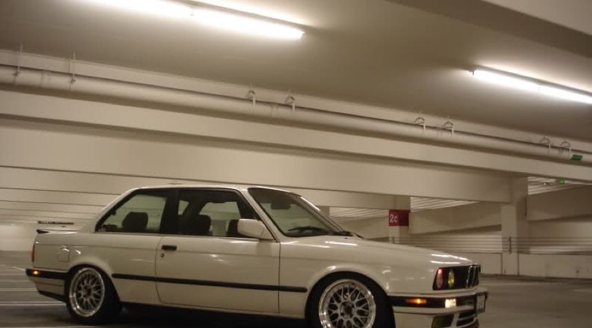 Main photo of Dylan Snyder's 1989 BMW 325