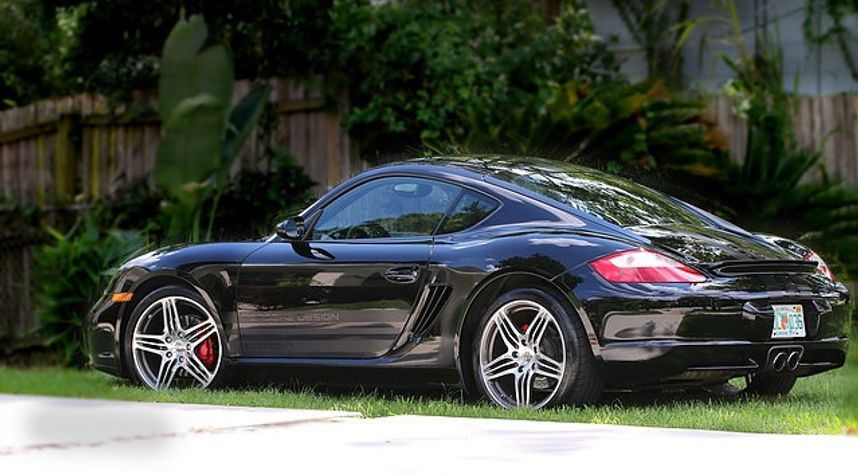 Main photo of Derek Deler's 2008 Porsche Cayman