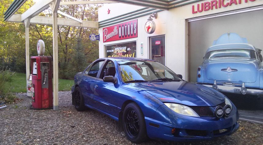 Main photo of Nicola 'Le Suisse' Grieder's 2003 Pontiac Sunfire